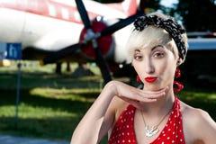 Rolig retro flicka Royaltyfria Bilder