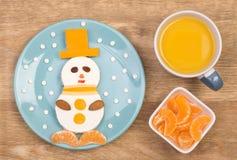Rolig smörgås för ungar i en form av en snögubbe Fotografering för Bildbyråer