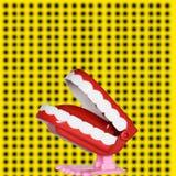 Rolig tand, stycke av kakan, affisch och gul fond royaltyfri illustrationer