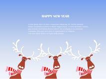 Rolig tecknad film, gullig ren i den röda randiga halsduken, hatt med vita horn, snö, lyckligt nytt för snowflax stock illustrationer