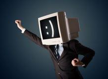Rolig ung affärsman med en bildskärm på hans huvud och smiley på Fotografering för Bildbyråer