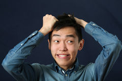 Rolig ung asiatisk mandanandeframsida Royaltyfri Fotografi