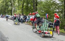 Roliga amatörmässiga cyklister Royaltyfri Bild