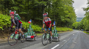 Roliga amatörmässiga cyklister Royaltyfria Bilder