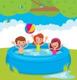 Roliga barn som badar i den utomhus- pölen Fotografering för Bildbyråer