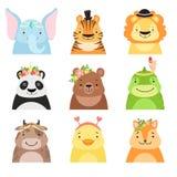 Roliga djur som bär olika hattar uppsättning, elefant, tiger, lejon, panda, björn, dinosaurie, ko, djura avatars för gullig teckn stock illustrationer