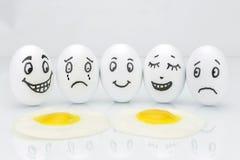 Roliga emotionella ägg som gråter och skrattar Fotografering för Bildbyråer