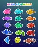 Roliga färgrika fiskklistermärkear stock illustrationer