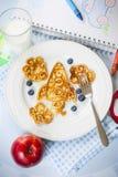 Roliga formade pannkakor för utrymmeraket för ungar Royaltyfria Foton