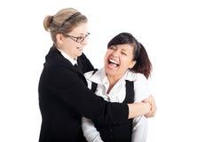 roliga lyckliga ögonblickskvinnor för affär Arkivfoto