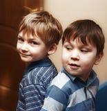 roliga pojkar little royaltyfria bilder