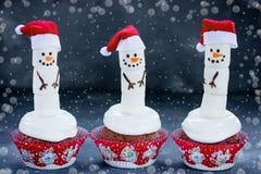 Roliga snögubbemuffin - fester för jul och för nytt år Royaltyfri Fotografi
