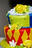 roligt bröllop för cake arkivbild