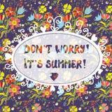 Roligt inspirationkort för sommar med den blom- modellen Arkivfoto