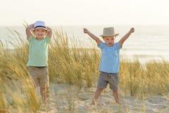 Roligt kopplar samman lyckliga ferier Arkivfoton