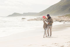 roligt lyckligt ha för par tillsammans Royaltyfria Foton