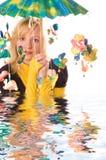 roligt paraplykvinnabarn Royaltyfri Fotografi