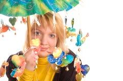 roligt paraplykvinnabarn Royaltyfria Bilder