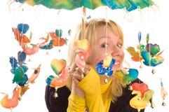 roligt paraplykvinnabarn Arkivbilder