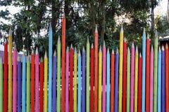 Roligt staket som målas som blyertspennor Arkivfoton