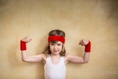 Roligt starkt barn royaltyfri fotografi