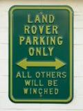 Roligt tecken: Land Rover som endast parkerar Arkivfoton