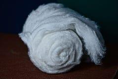 Rolka biała bawełna na stole Obraz Royalty Free