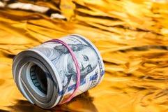 Rolka dolary k?ama na z?ocistym tle zdjęcia stock