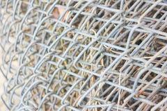 Rolka metal siatka, ogrodzenie Textured metal siatka w zakończeniu Obrazy Stock