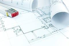 Rolki architektoniczni domowi plany z drewnianą falcowanie władcą Obrazy Stock