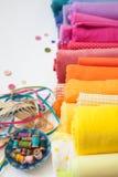 Rolki jaskrawa barwiona tkanina na białym tle fotografia royalty free