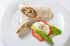 Rolki od pita chleba faszerującego z kurczak cebulą i pieczarką Fotografia Royalty Free