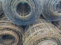 Rolki stalowa druciana siatka dla budynek budowy na ziemi używać jak beton wśrodku siatki Zdjęcia Royalty Free