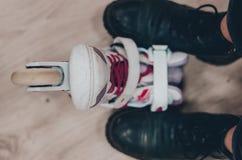 Rolkowe łyżwy i buty obrazy stock