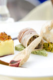 Rollè di manzo, di maiale e del grafico a torta, gratin della patata Fotografia Stock Libera da Diritti