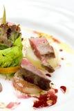 Rollade van rundvlees, varkensvlees, en pastei, aardappelgratin Royalty-vrije Stock Fotografie