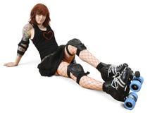 Rolle Derby-Mädchen auf dem Fußboden lizenzfreies stockfoto