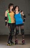 Rolle Derby Skater Friends lizenzfreies stockfoto