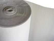 Rolle des Wellenkraftpapiers oder der braunen Wellpappe der Verpackung für Transport Lizenzfreie Stockfotografie