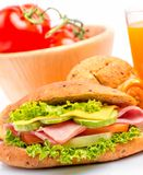 Rolle Ham Salad Indicates Breads Slice und krustiges stockfoto