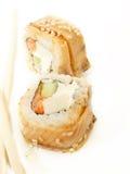 Rolle mit zwei Sushi mit Omelett und Aal Stockbilder