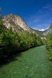 Rollen-Hügel und Fluss Stockbild