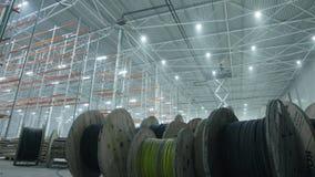 Rollen met draden in modern industrieel pakhuis stock videobeelden