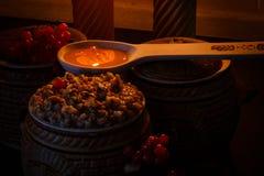 Rollen Sie mit kutia - traditionelles Weihnachtssüße Mahlzeit in Ukraine, in Weißrussland und in Polen Stockfoto