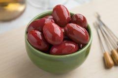 Rollen Sie mit roten Oliven Italan Bella di Cerignola Stockfotografie
