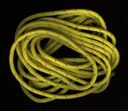 Rollen van gele, nylon kabel op zwarte Stock Foto