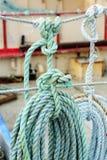 Rollen van lijn op vissersboot Stock Fotografie