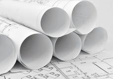 Rollen von Architekturzeichnungen lizenzfreie stockfotos