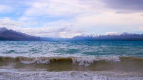 Rollen-Wellen von buntem See Pukaki Lizenzfreies Stockfoto