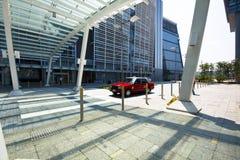 Rollenanschlag an der Zebraüberfahrt an der Stadt Lizenzfreie Stockfotografie